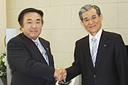 Left: Sanyo Homes President Tanaka